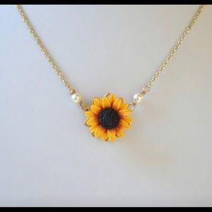 Jewelry - sunflower charm necklace